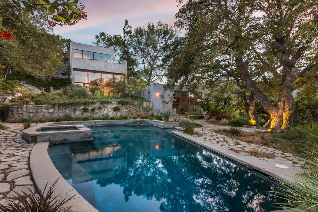 Offering Golden Era glamour for the modern age, this important contemporary residence is perched on a crest in the prestigious Hollywood Hills.