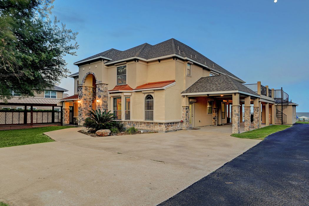 12722 Tri City Beach Road Beach City, TX 77523