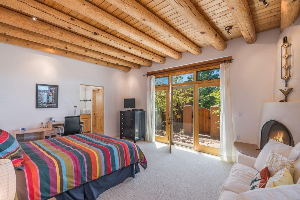 38j Lodge Trl Santa Fe, NM 87506