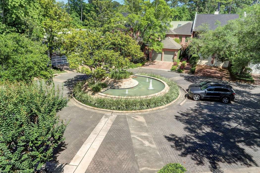 17 Pine Briar Circle Houston, TX 77056