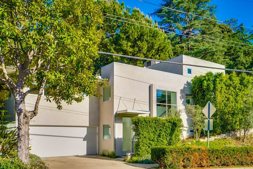 2300 Canyon Drive Los Angeles, CA 90068