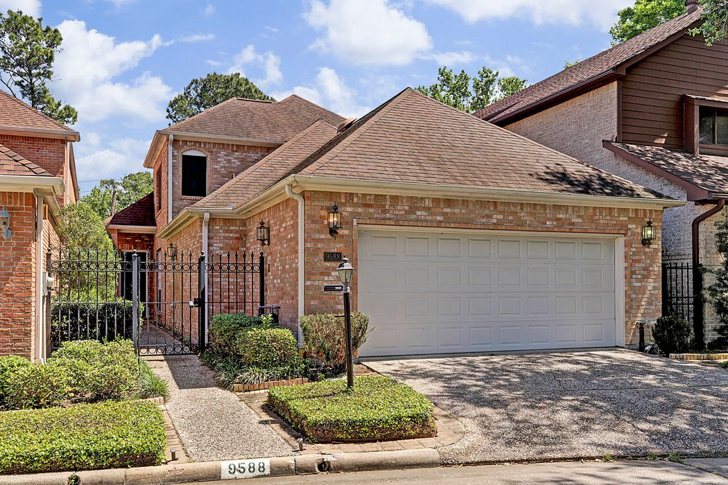 9588 Longmont Drive Houston, TX 77063