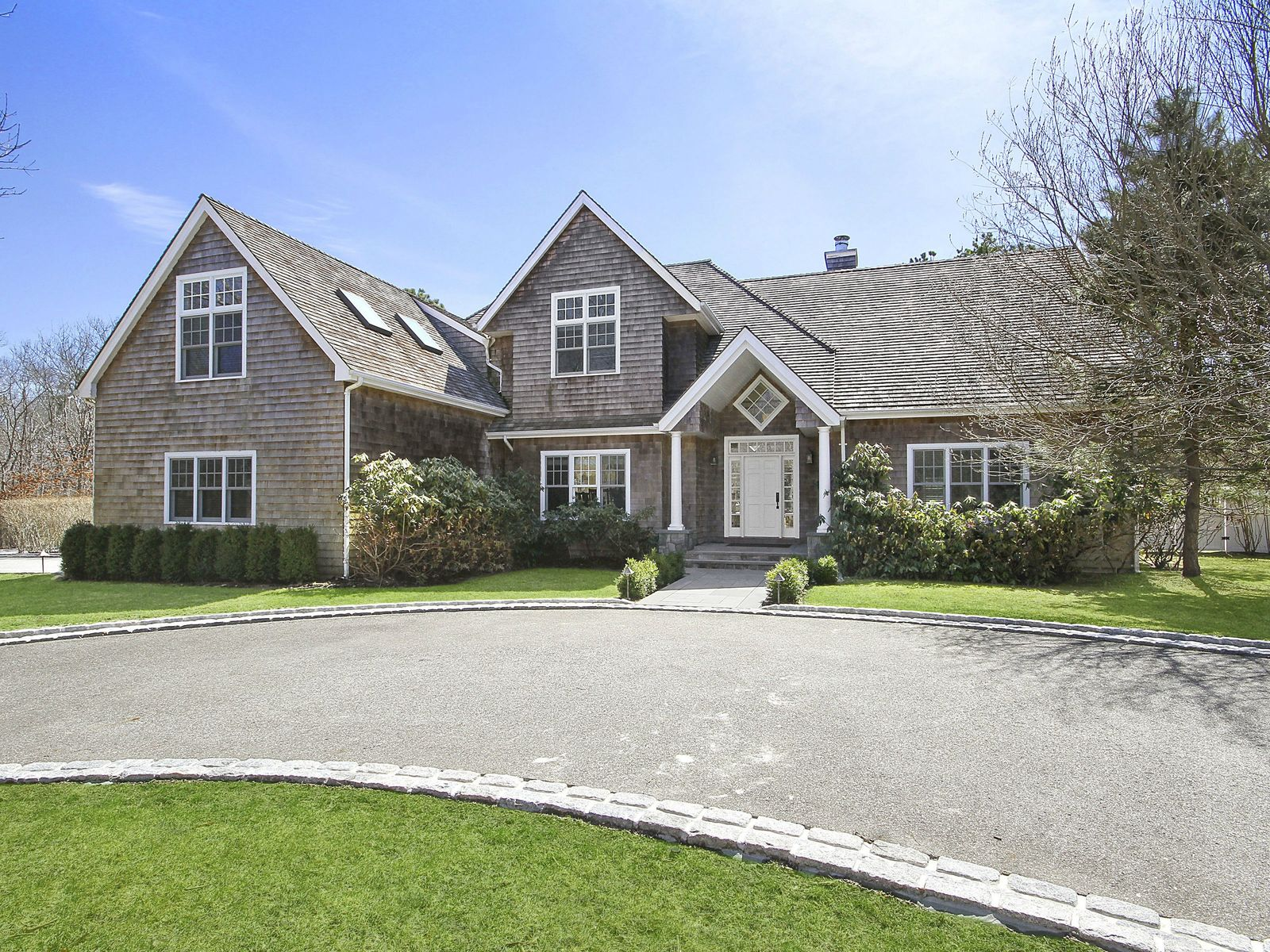 Sophisticated and Private, Wainscott NY Single Family Home - Hamptons Real Estate