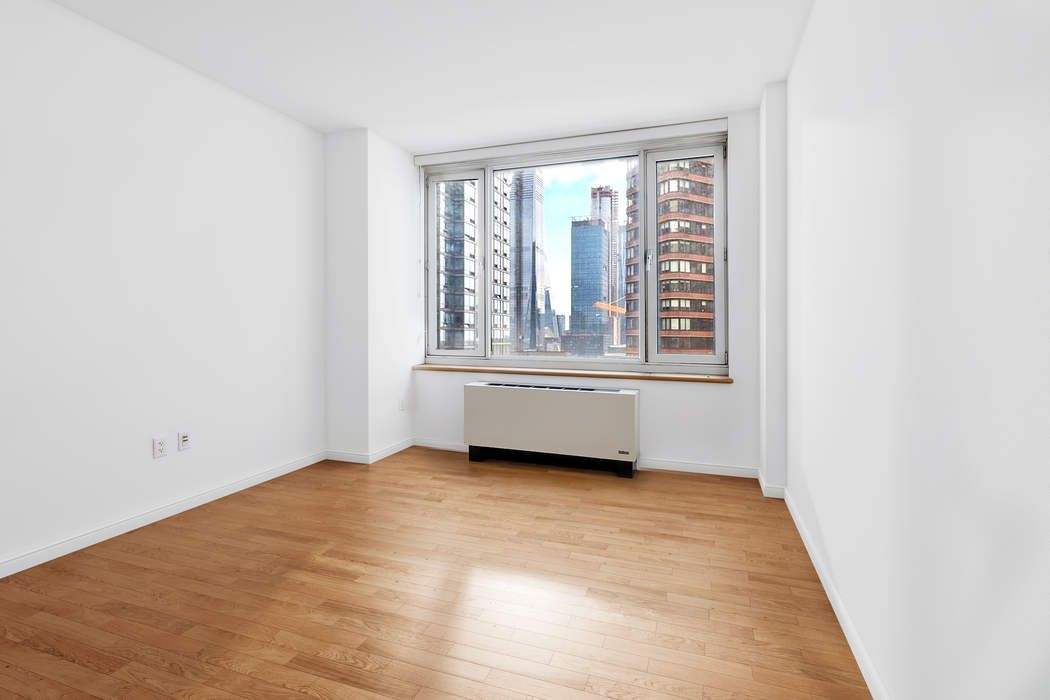635 West 42nd Street New York, NY 10036