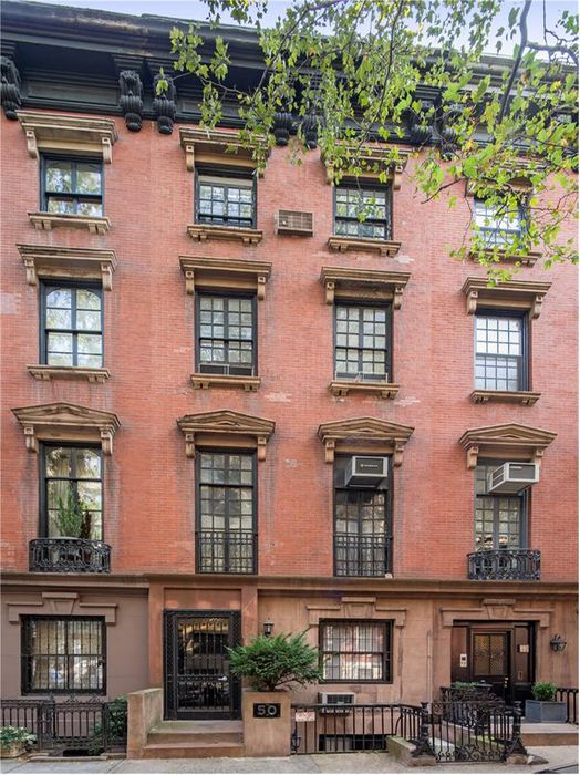 50 Morton Street New York Ny 10014 Sotheby S