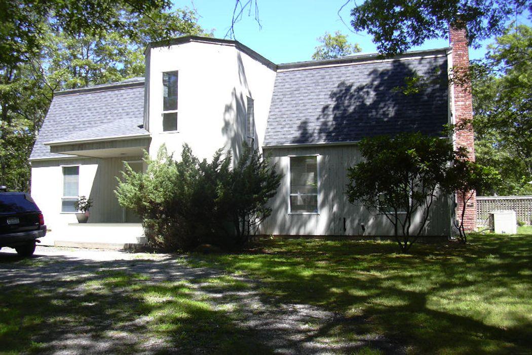 Contemporary Barn Near Pond Sag Harbor, NY 11963