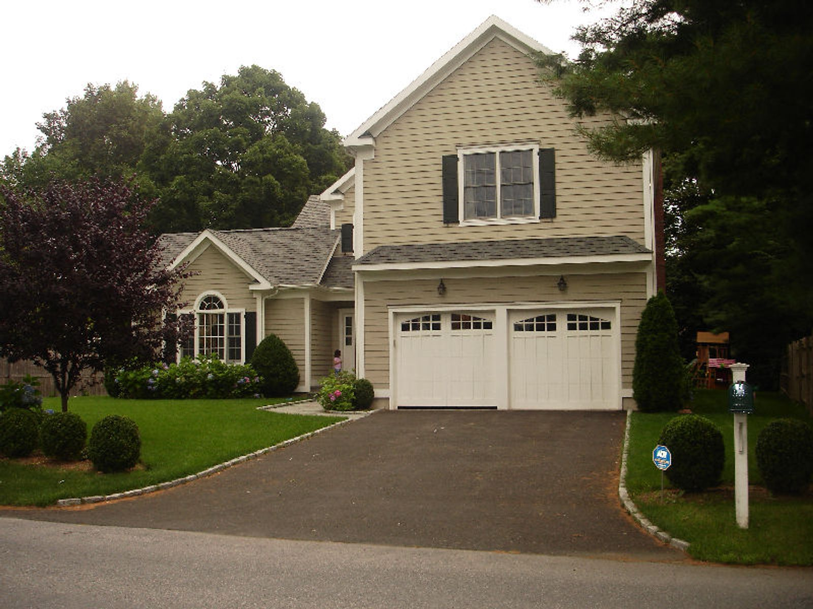 Perfection in Old Greenwich, Old Greenwich CT Single Family Home - Greenwich Real Estate