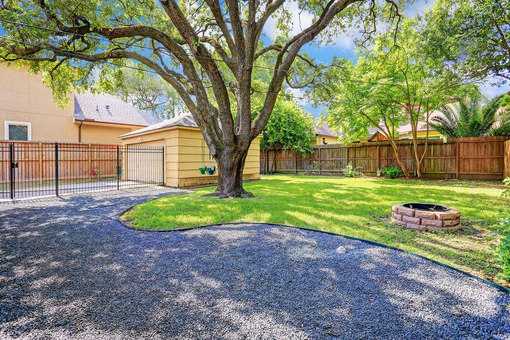 3326 Cloverdale Houston, TX 77025
