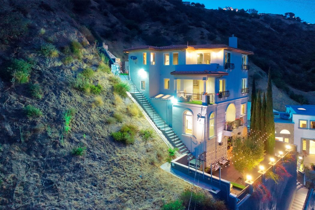 Hollywood Hills Luxury Lease