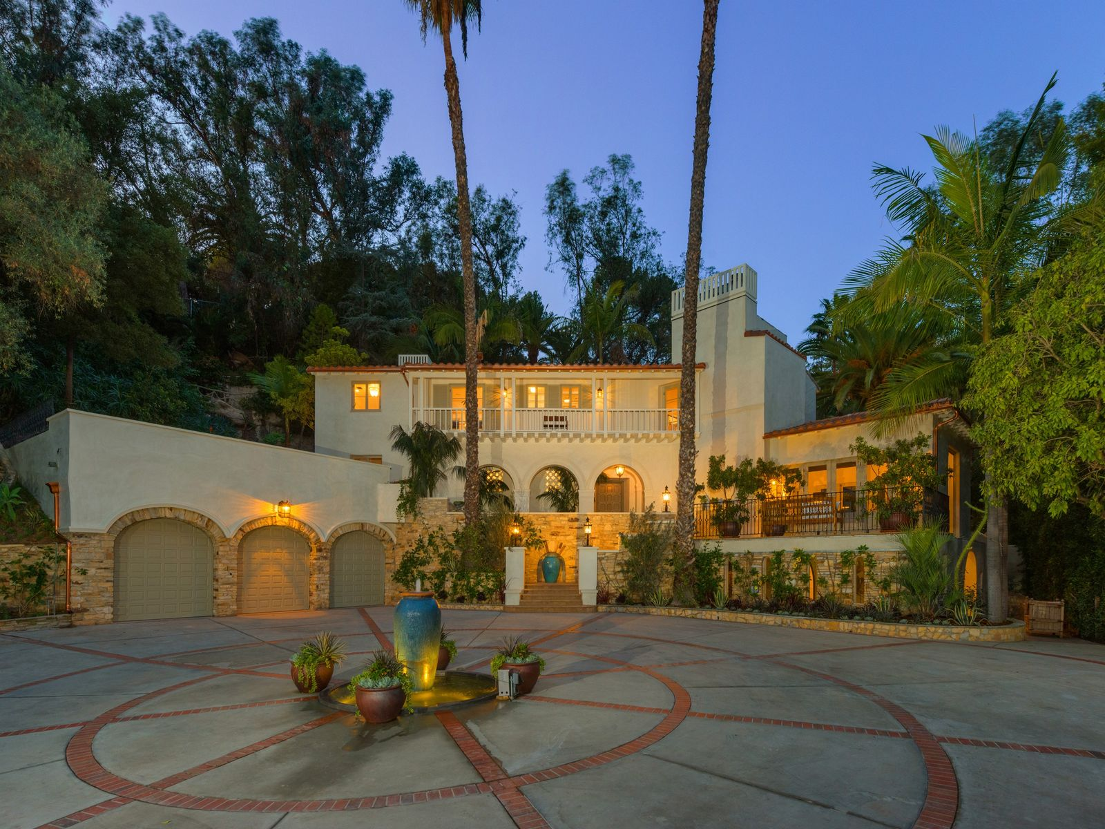 Villa Andalusia, Los Angeles CA Single Family Home - Los Angeles Real Estate