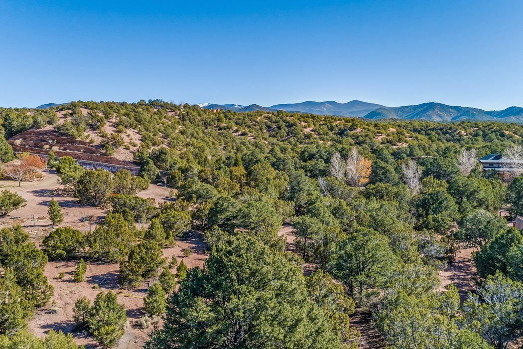 4 Kwahe Ridge Road Santa Fe, NM 87506