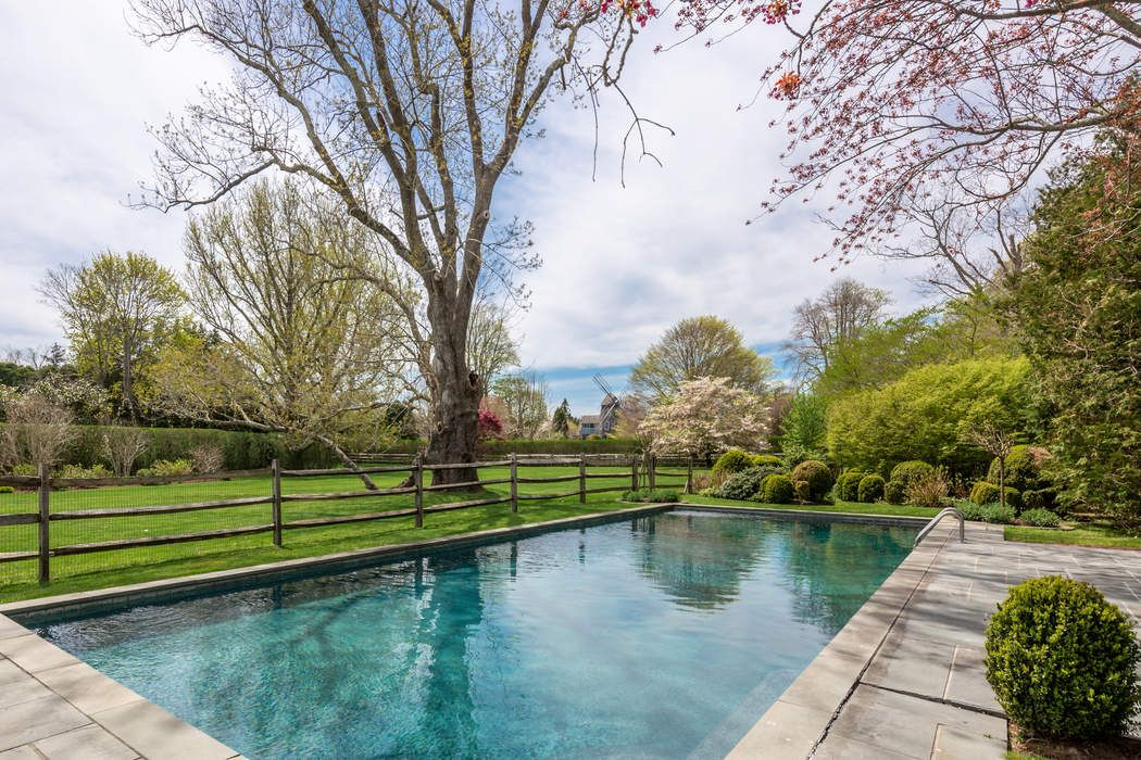 5 Bedrooms, 2 Acres and Pool East Hampton, NY 11937