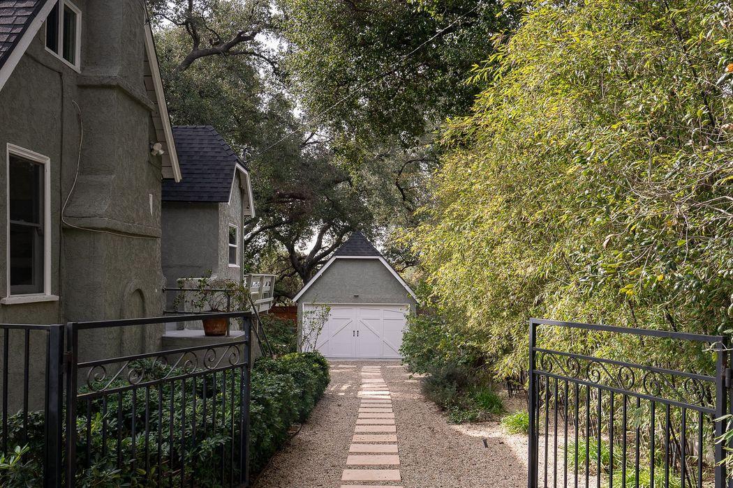 92 East Harriet Street Altadena, CA 91001