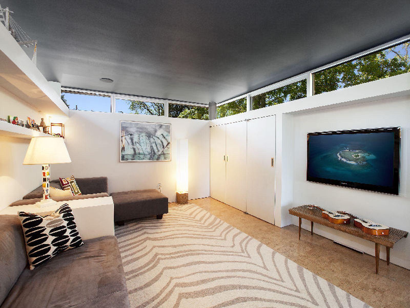 Modern Waterfront Luxury