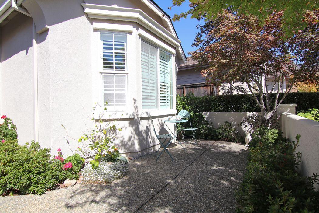 9438 Oak Trail Cir Santa Rosa, CA 95409