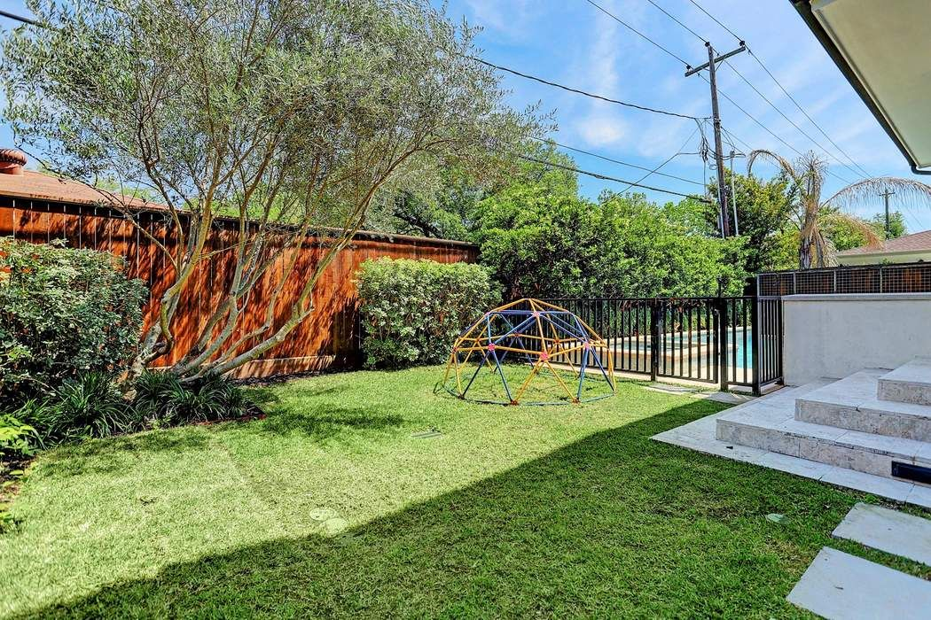 3606 Drummond Street Houston, TX 77025