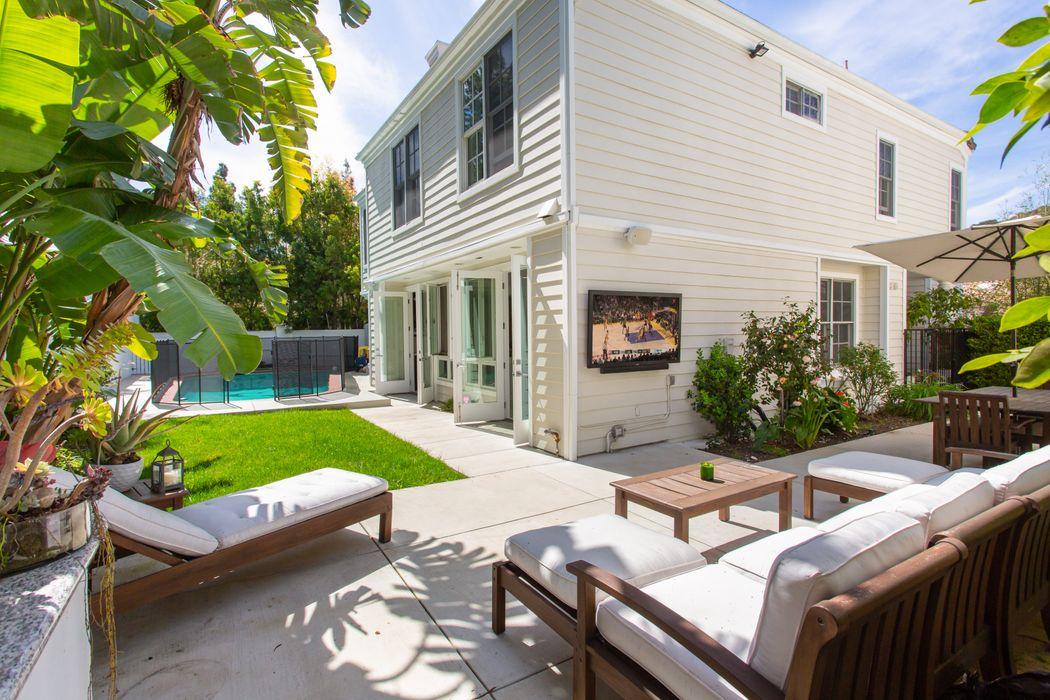 2364 Brookshire Lane Los Angeles, CA 90077