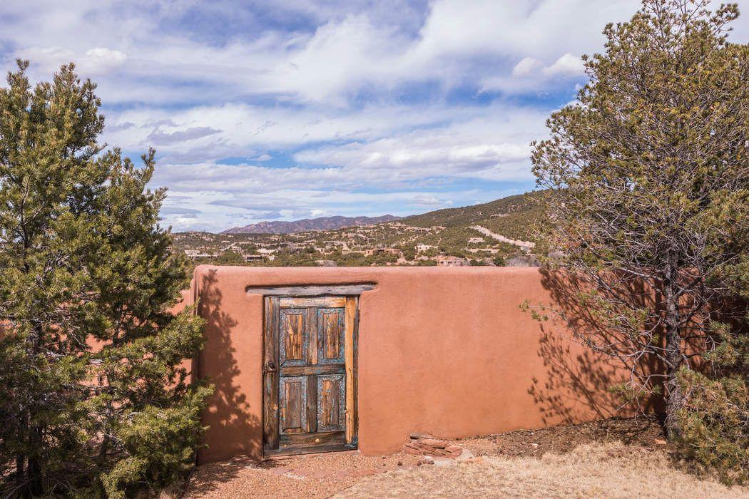 946 Cerro De La Paz Santa Fe, NM 87501