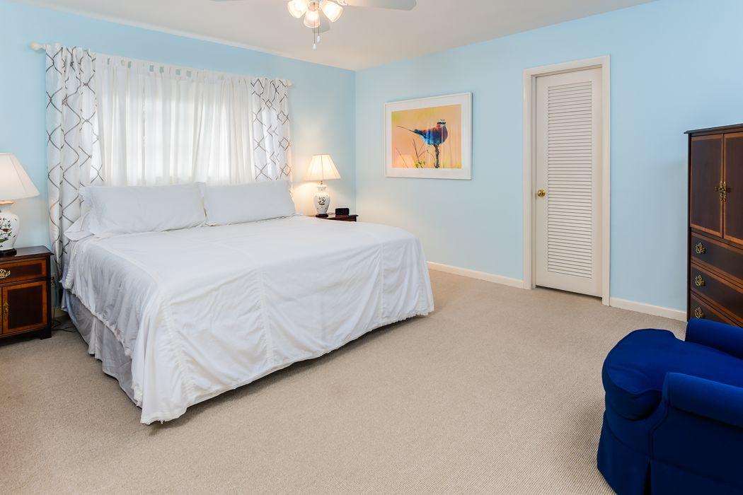 300 Colonial Ln Palm Beach, FL 33480