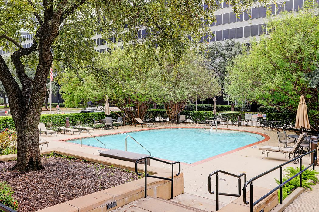 5050 Ambassador Way Houston, TX 77056
