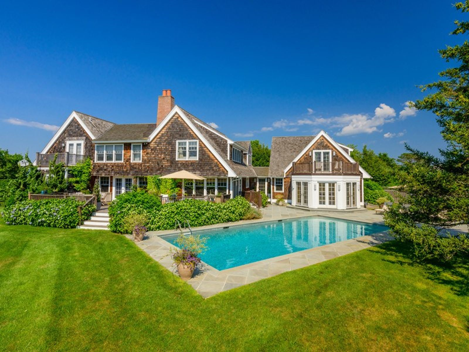 Lovely Shingle-Style Traditional w/Pool, Water Mill NY Single Family Home - Hamptons Real Estate