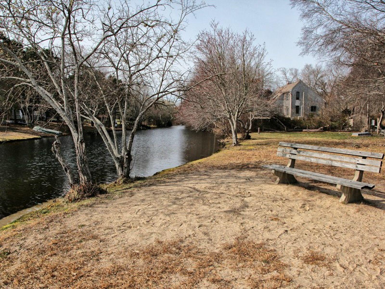 Wonderful Lakeside Community