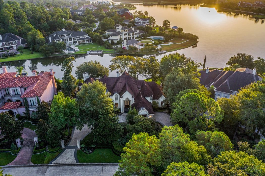 35 W Isle Place The Woodlands, TX 77381