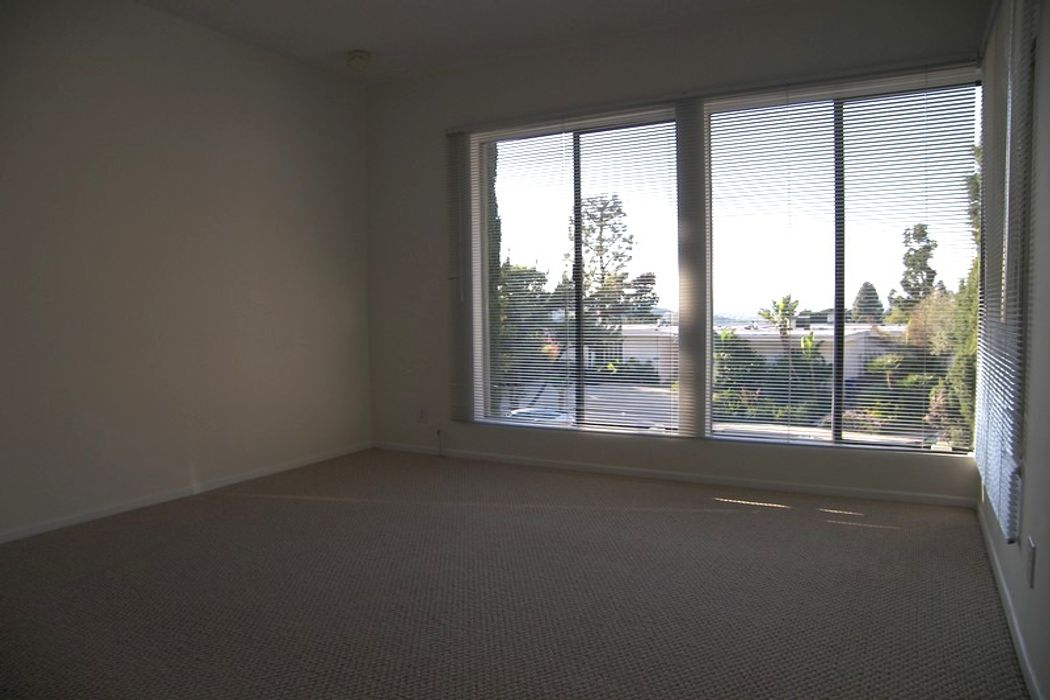 3172 Dona Susana Drive Studio City, CA 91604