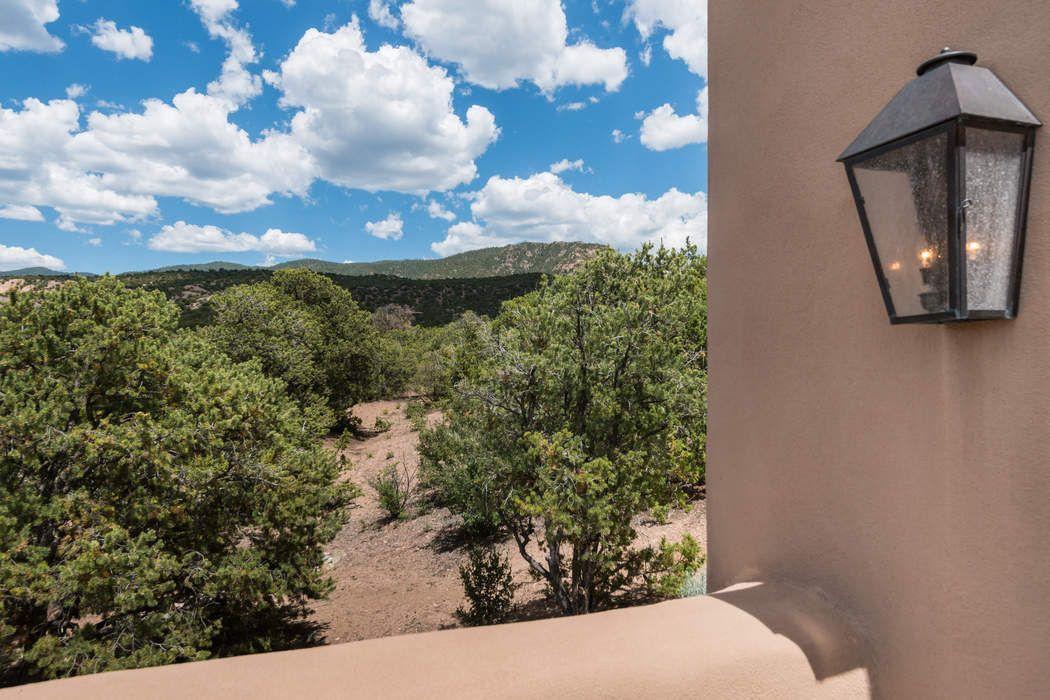 8 Vista Tesuque Santa Fe, NM 87506
