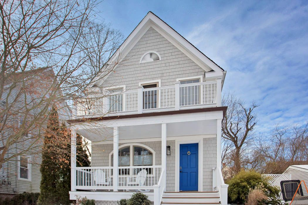 9 Fairfield Avenue Old Greenwich, CT 06870