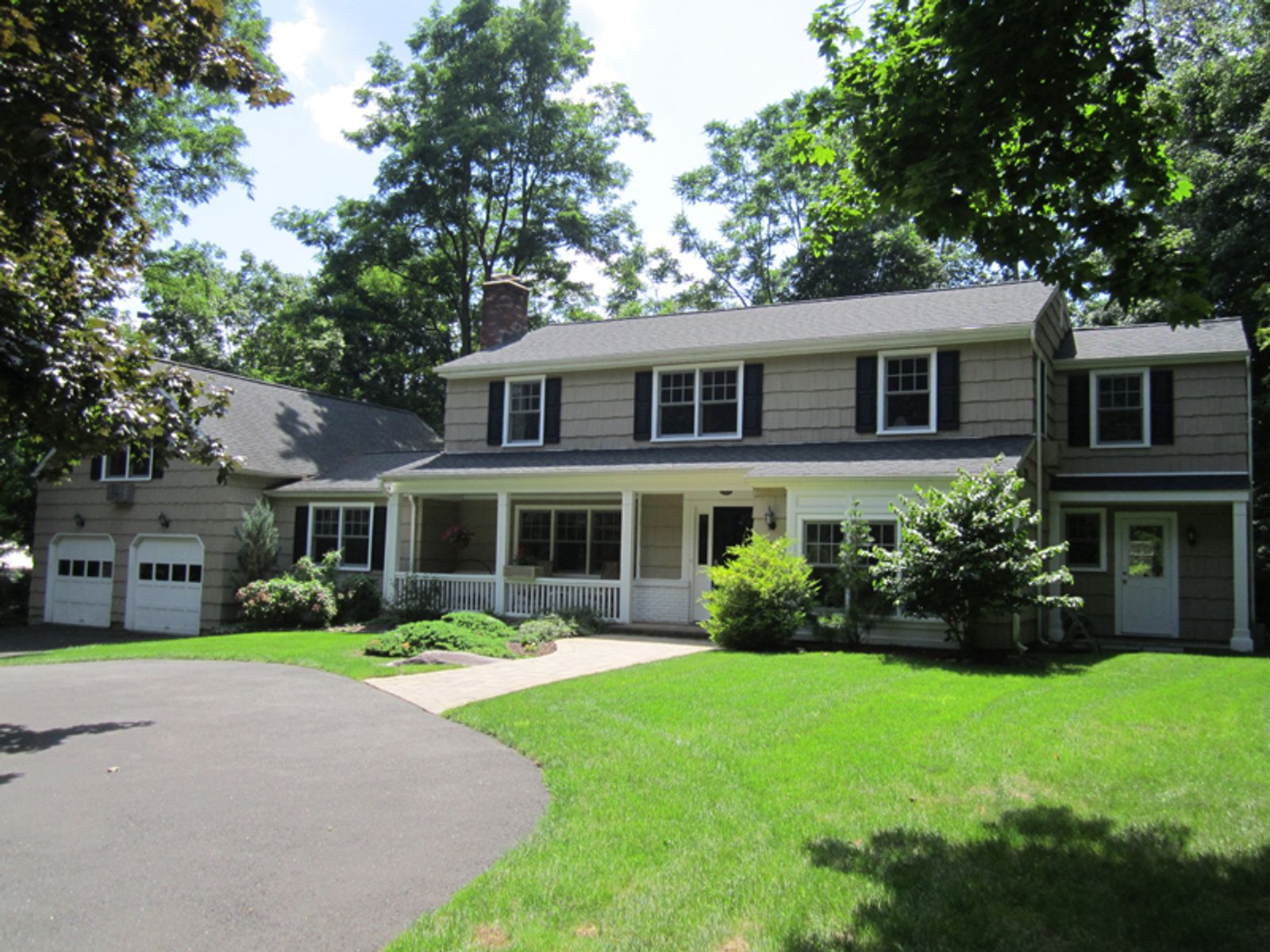 Renovated Colonial on Cul-de-Sac , Greenwich CT Single Family Home - Greenwich Real Estate