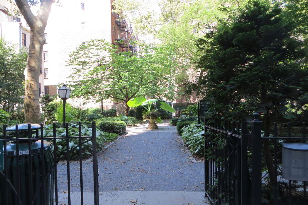 5 Tudor City Place New York, NY 10028