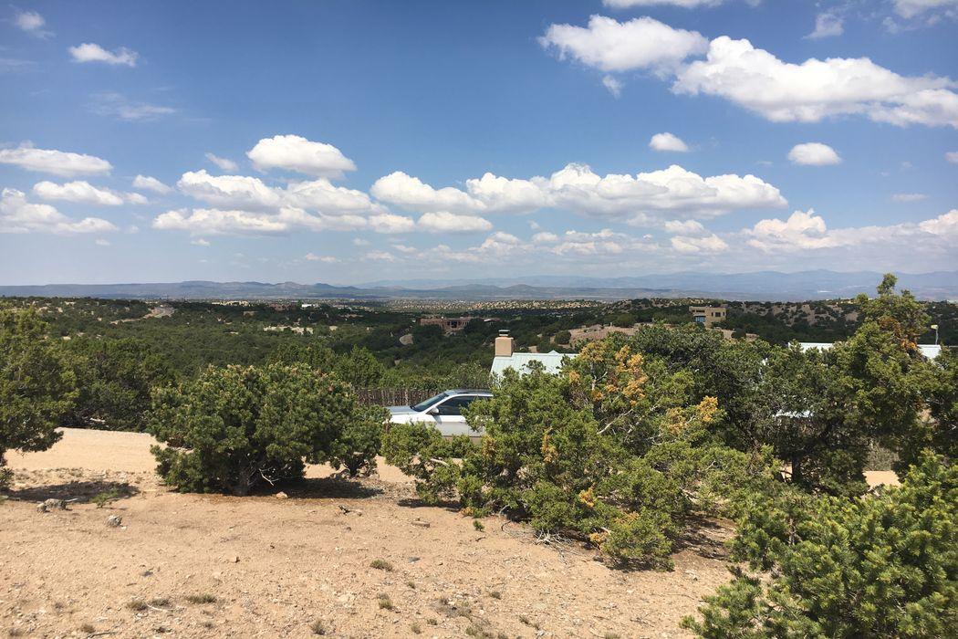 18 Tanoito Santa Fe, NM 87506