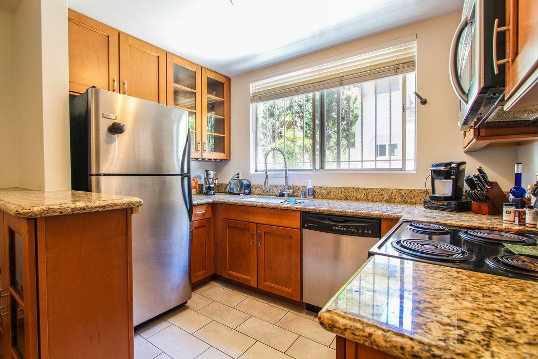 1411 N Harper Ave 5 West Hollywood Ca 90046 Sotheby S