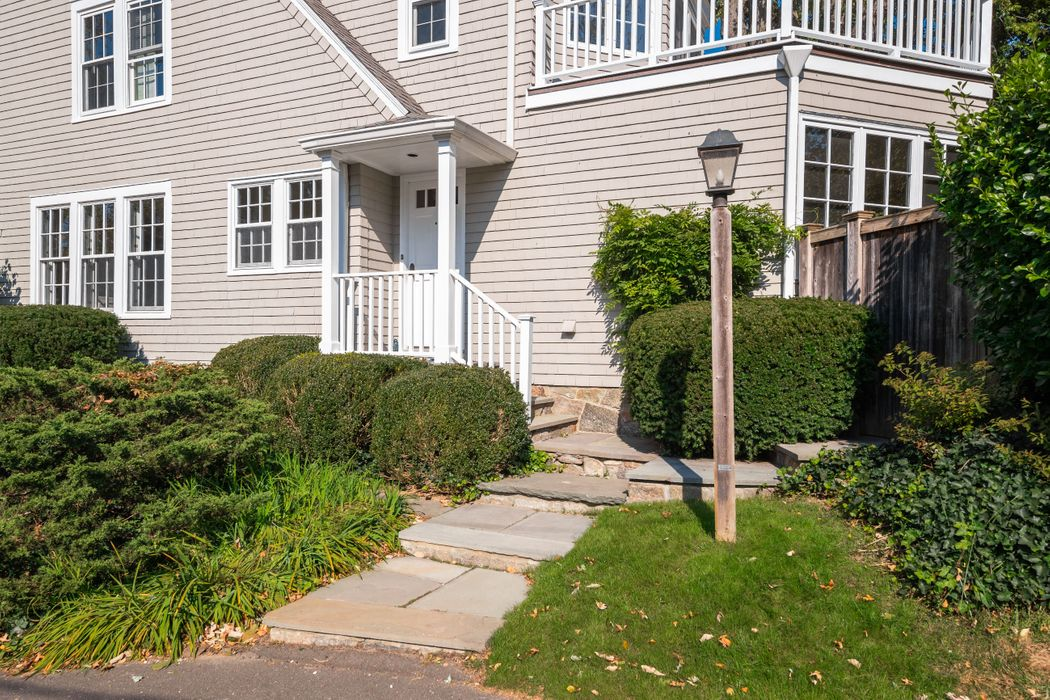 118 Shore Road Old Greenwich, CT 06870