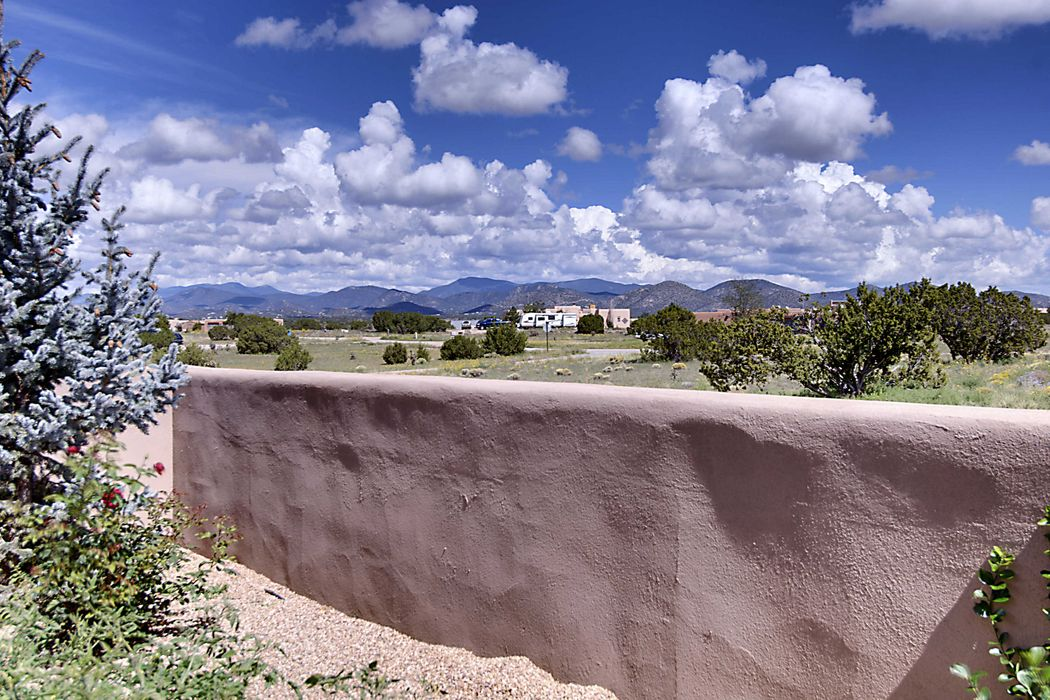 41 Camerada Road Santa Fe, NM 87508