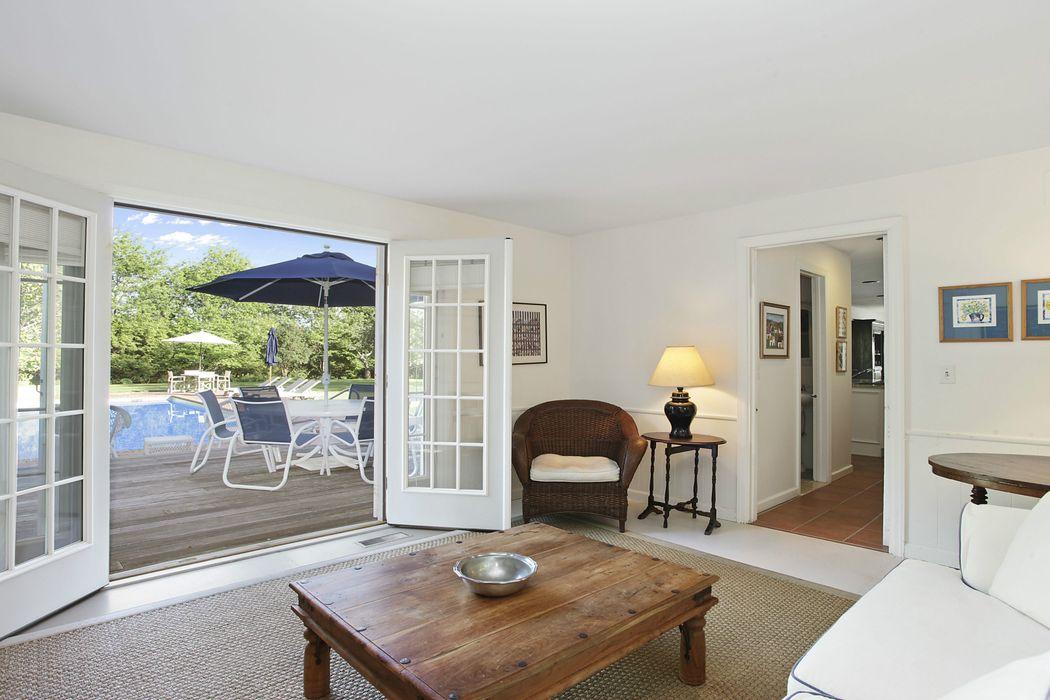 bridgehampton mature singles For sale: 4 bed, 25 bath ∙ 2960 sq ft ∙ 3708 bridgehampton dr ne, grand rapids, mi 49546 ∙ $510,000 ∙ mls# 18018039 ∙ nearly 3,000 sq ft of beautifully finished living space in this.