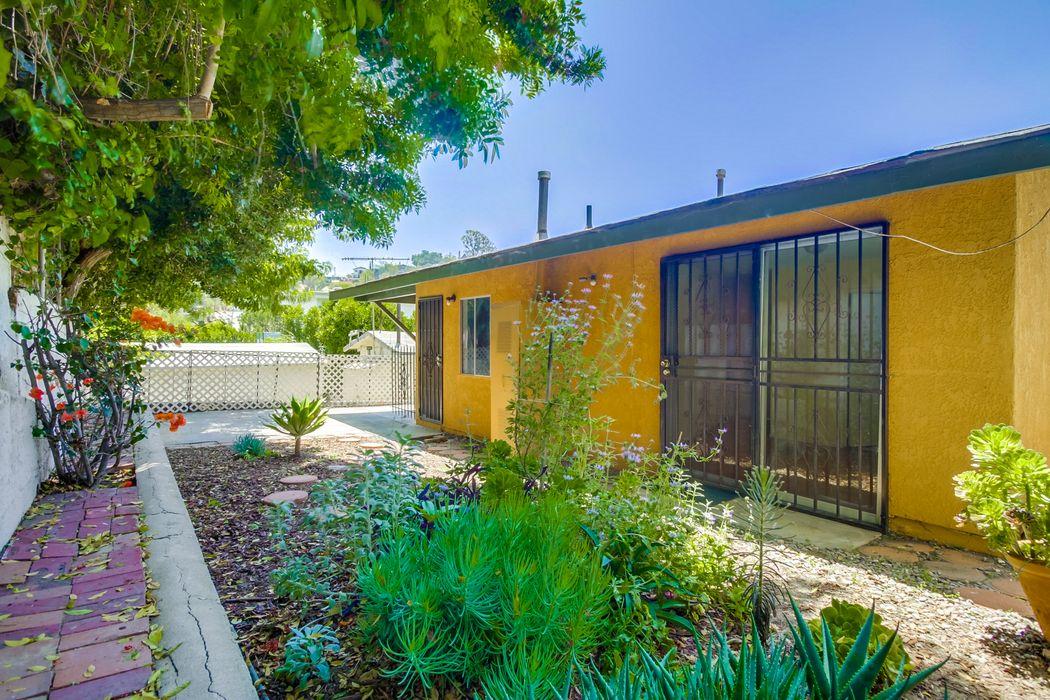 2223 Oak Glen Place Los Angeles, CA 90039