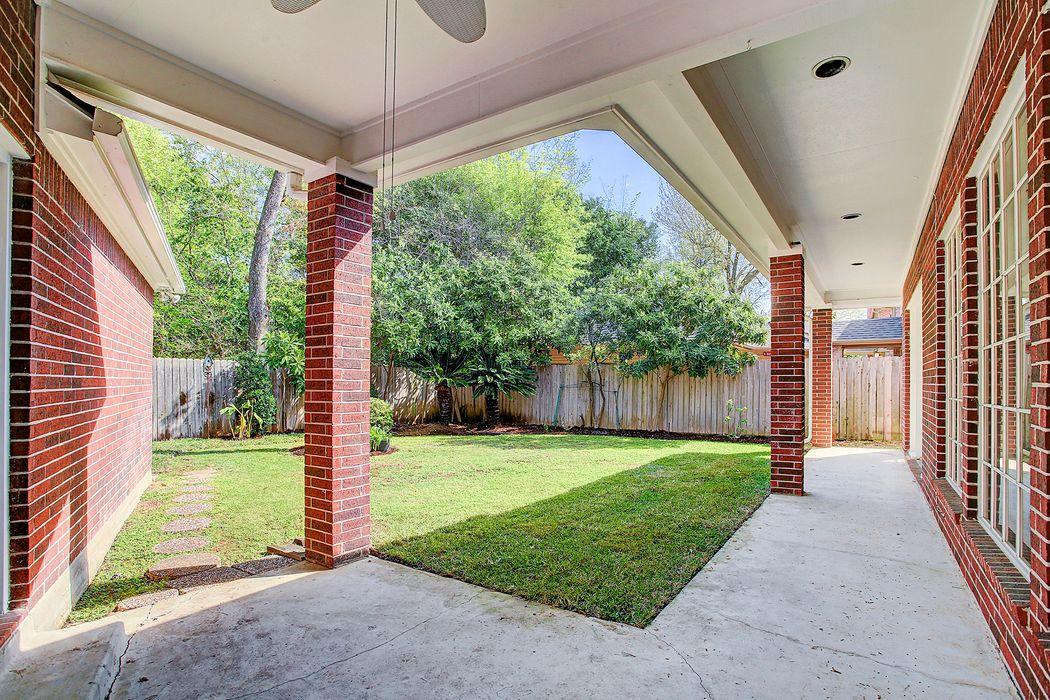 14 Hilshire Grove Lane Houston, TX 77055