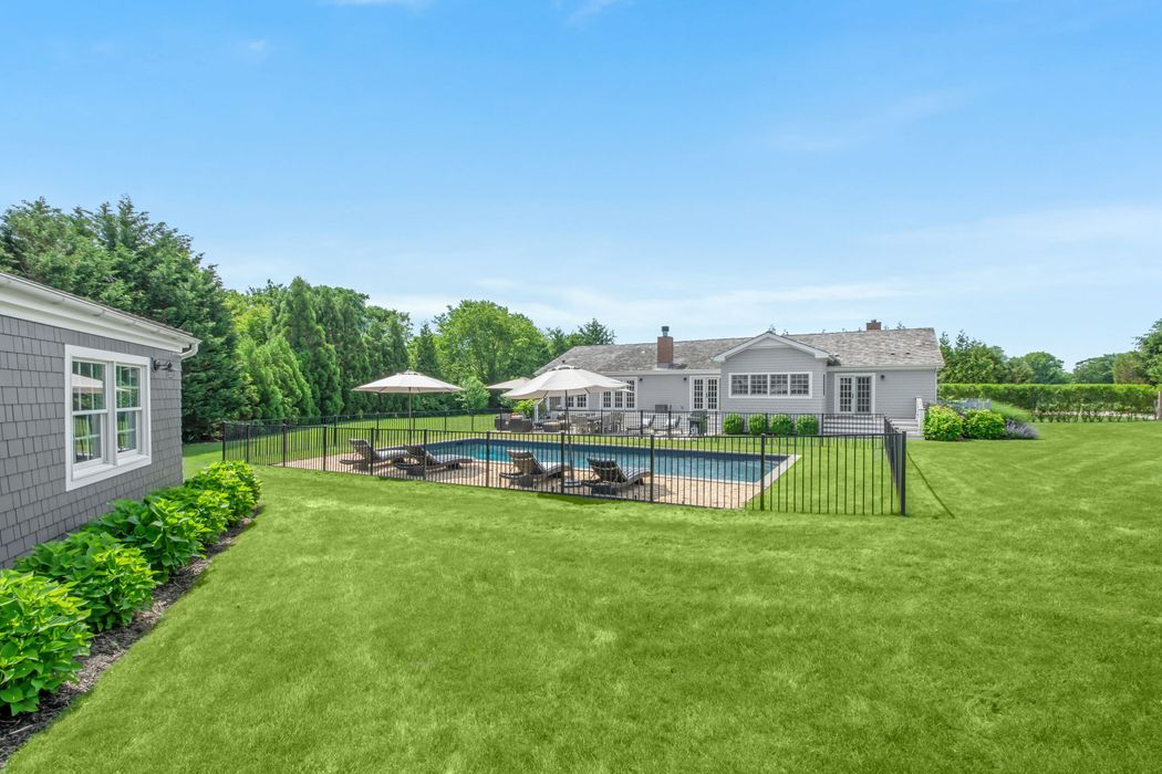 SUNNY RANCH IN BRIDGEHAMPTON Southampton, NY 11968