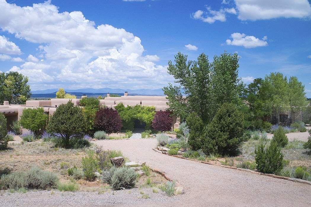 5 Chippewa Circle Santa Fe, NM 87506