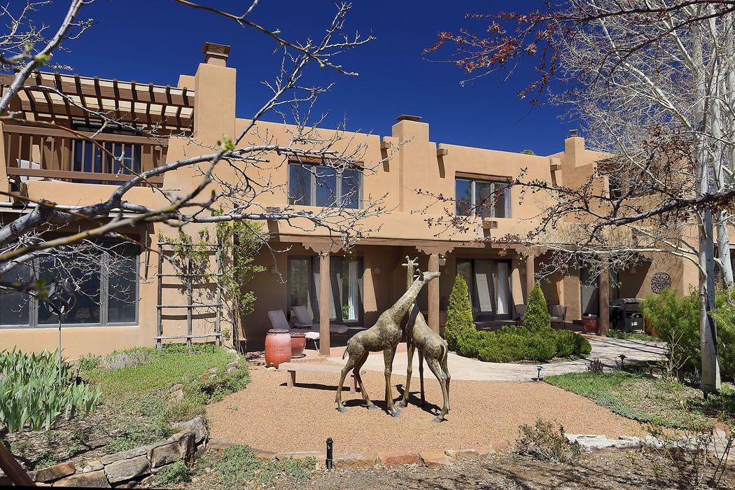 758 Calle Del Resplandor Santa Fe, NM 87505