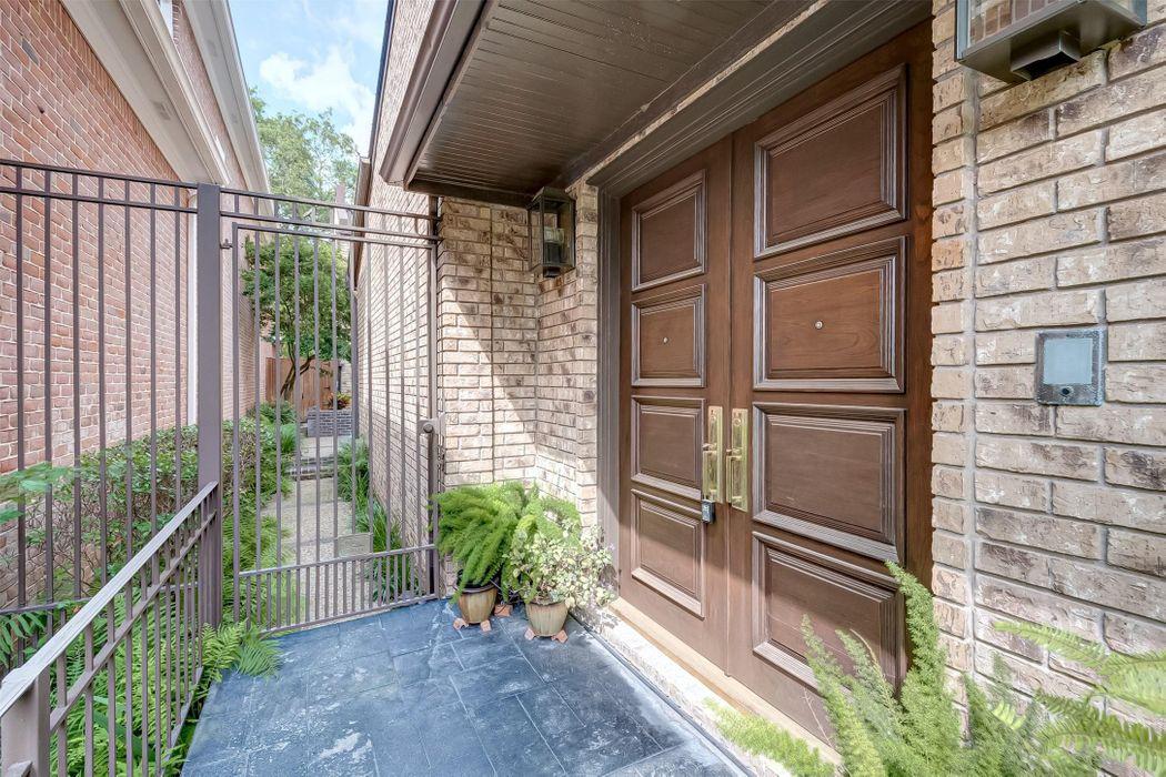321 Sugarberry Circle Houston, TX 77024