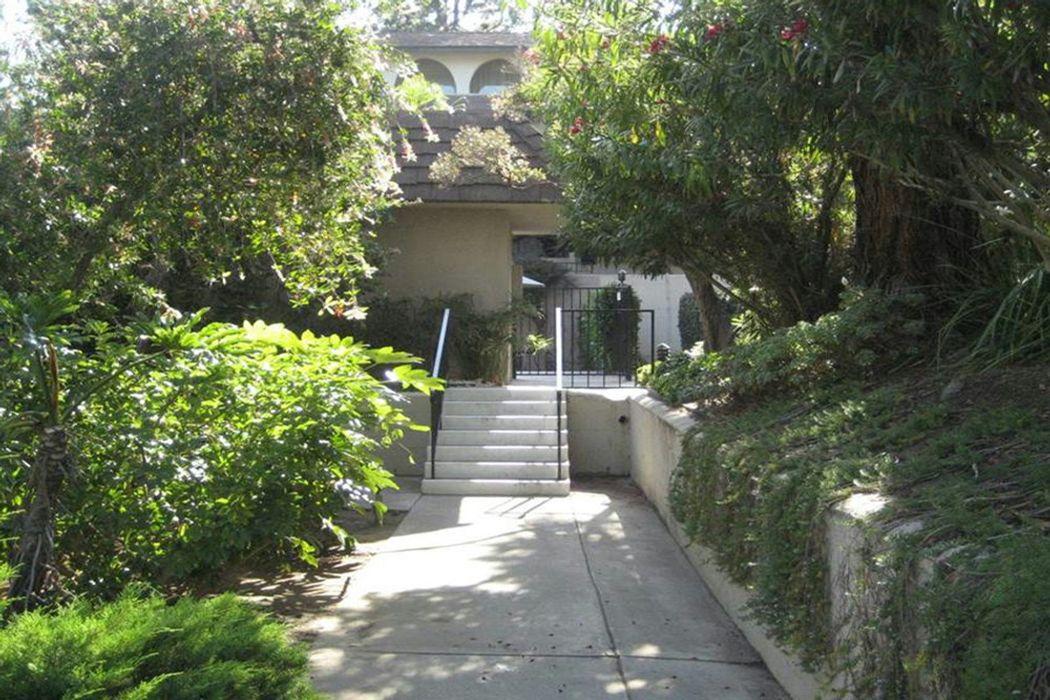 2492 East Mountain Street Pasadena, CA 91104