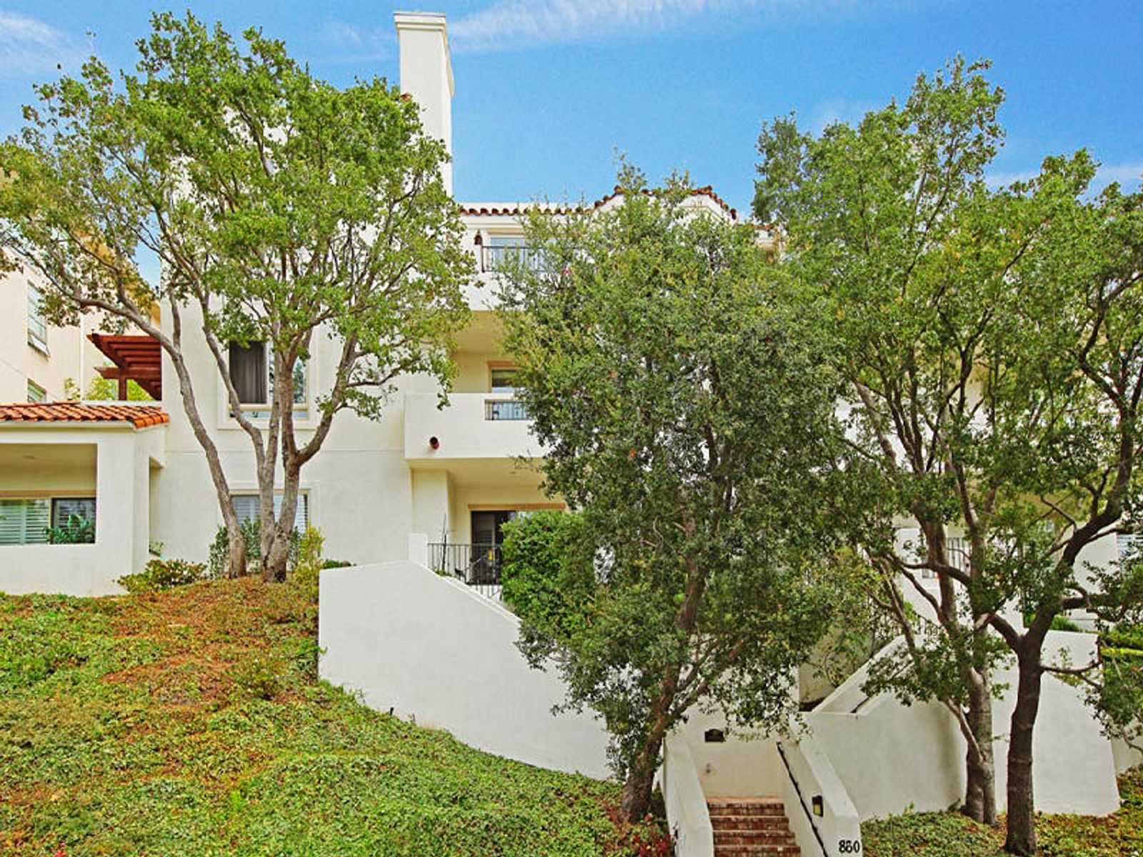 Beautiful Condo in Luxury Building, Pacific Palisades CA Condominium - Los Angeles Real Estate