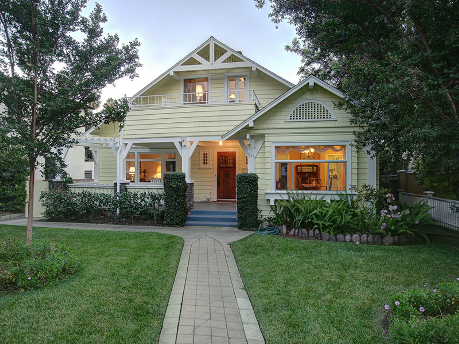 Classic california craftsman south pasadena ca single for Craftsman luxury homes