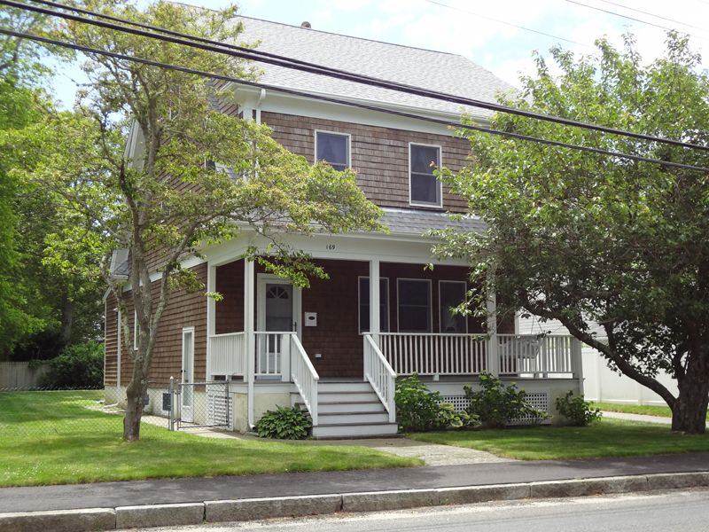 1920s Colonial Near Beaches and Village
