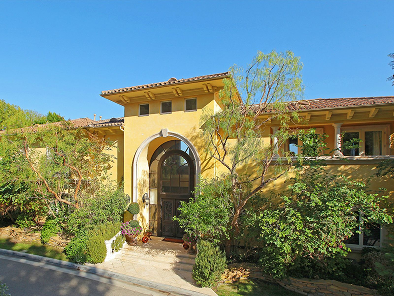 Custom Tennis Court Estate, Brentwood CA Single Family Home - Los Angeles Real Estate