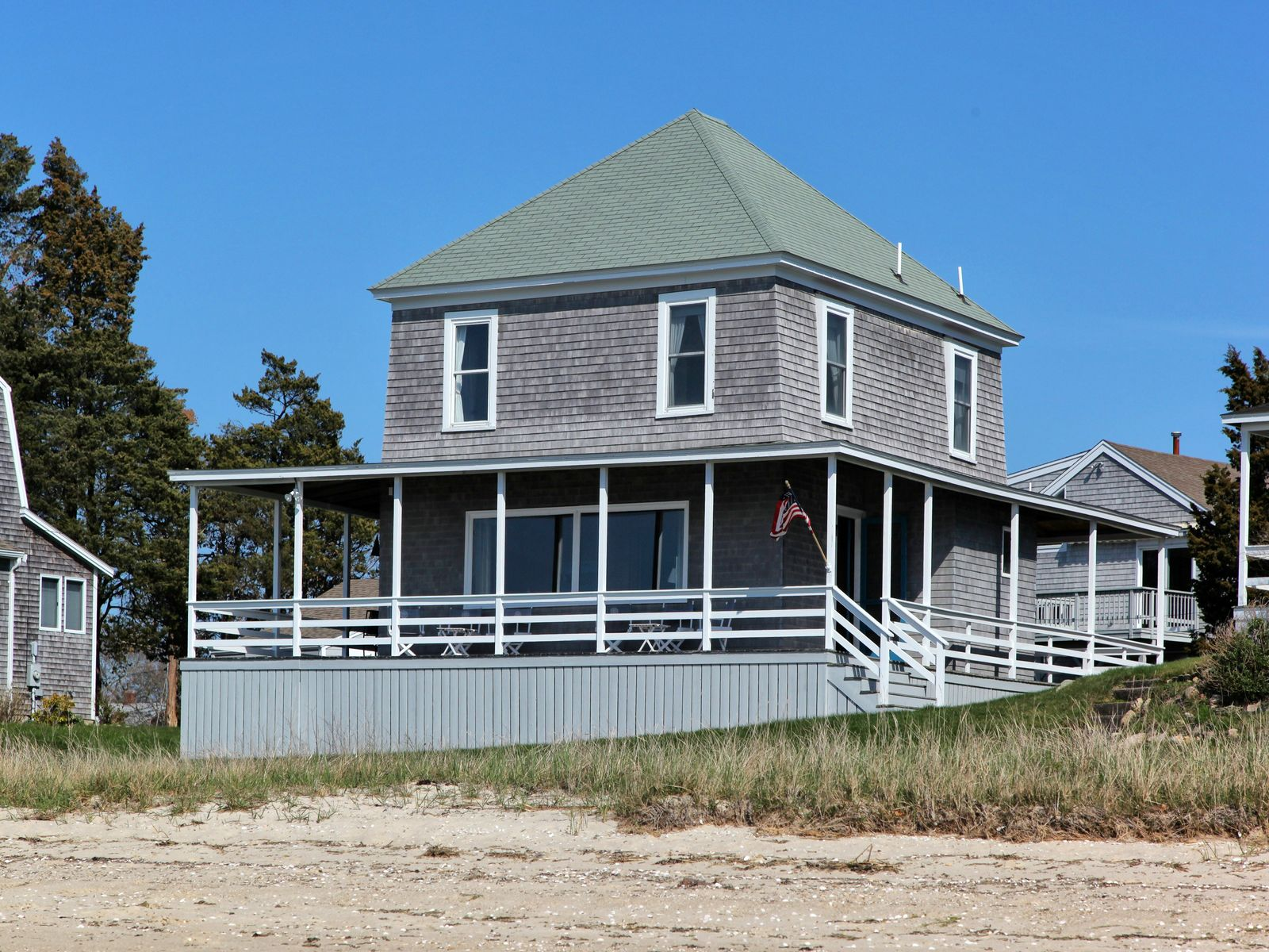 Wenaumet Bluffs Beachfront Summer House