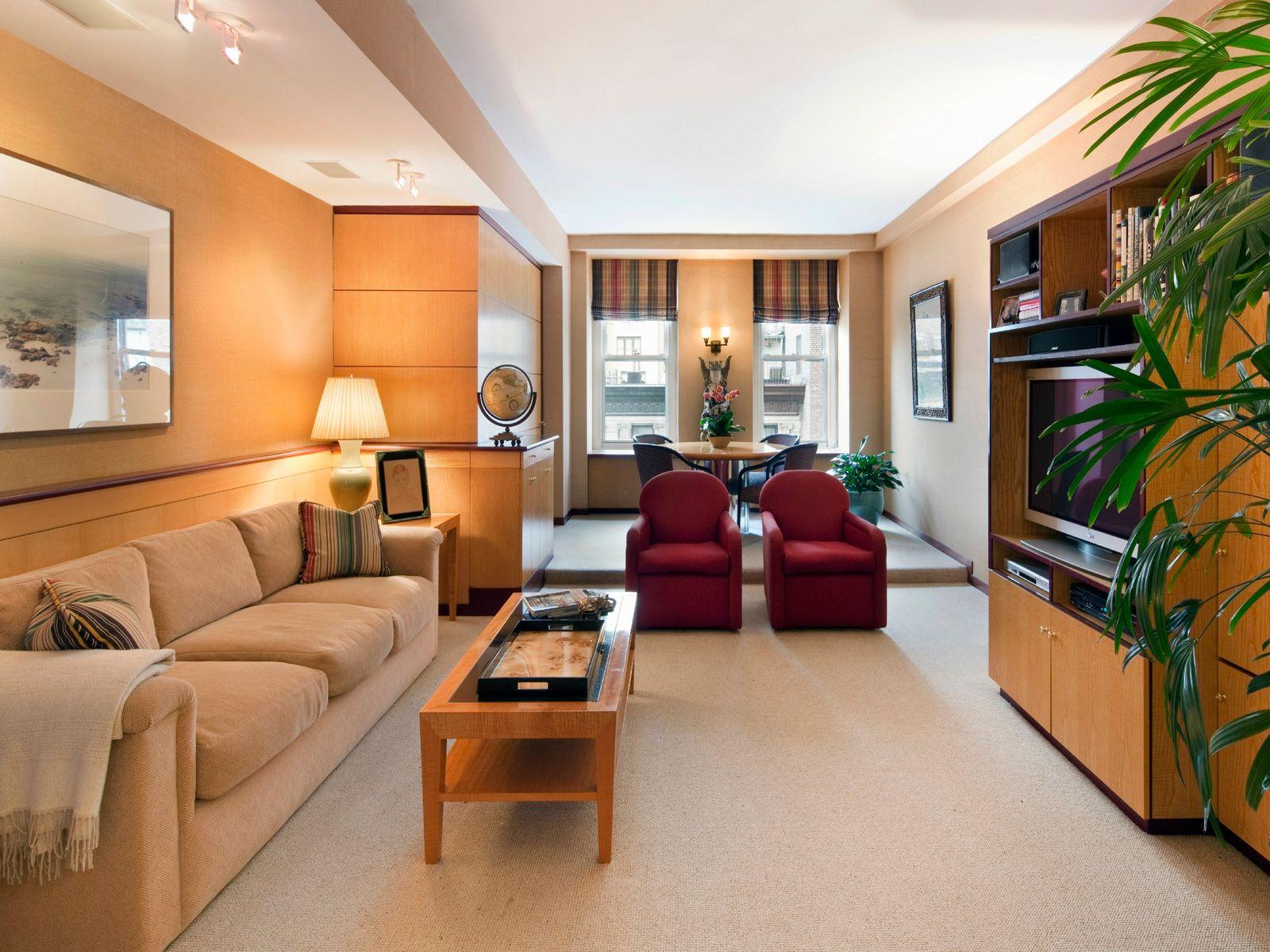 784 Park Avenue–Sprawling Pre-War Duplex